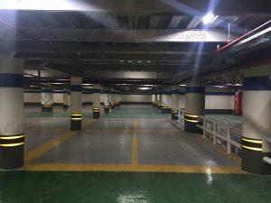 فضای پارکینگ با ستون گرد نیز به راحتی می تواند تجهیز گردد و فضای امن را جهت پارک خودرو ایجاد نماید.