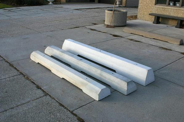 تقسیمکنندههای بتنی فشرده جهت جداسازی حریم خودروها