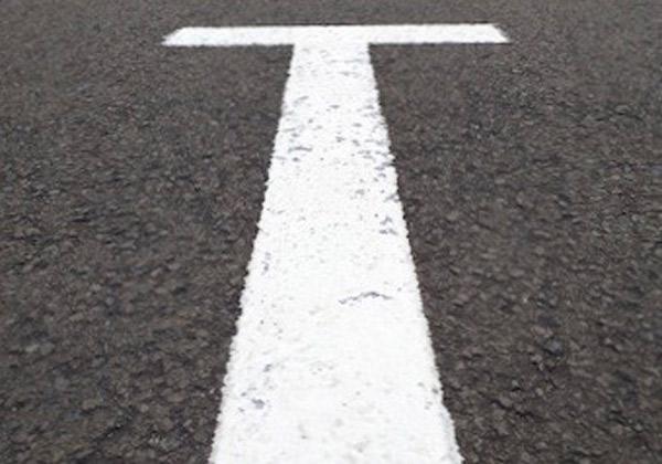 خطکشی عمودی جهت ارائه فضای بیشتر به راننده، به هنگام ورود و خروج به پارکینگ کاربرد دارد.