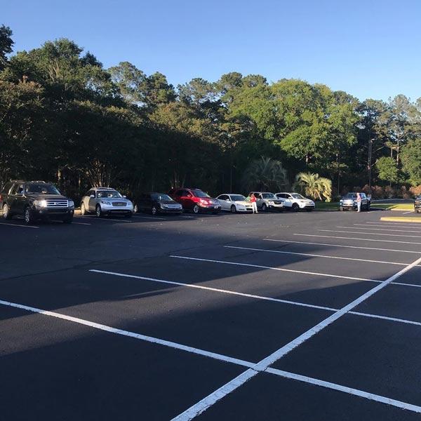 خطکشی موازی، مناسب مکانها و خیابانهایی با فضای کمتر جهت پارک خودرو میباشد.