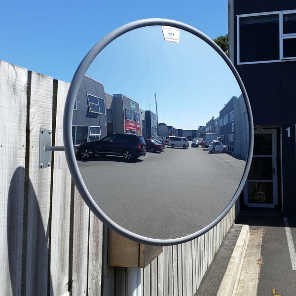 آینه محدب ترافیکی، قابل نصب در خیابان