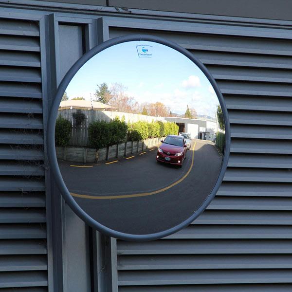 استفاده از آینه محدب جهت افزایش دید در نقاط کور با دامنه دید کم