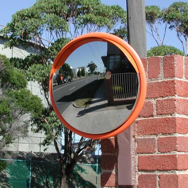استفاده از آینه محدب ترافیکی در تقاطع خیابانها