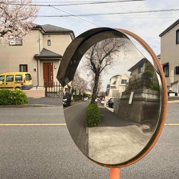 استفاده از آینهی محدب استیل در خیابان
