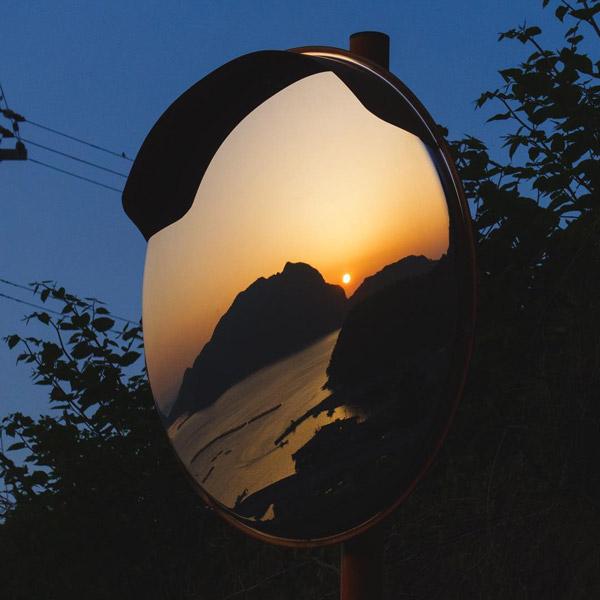 آینه محدب فریمدار مناسب نصب در کلیه فضاهای باز میباشد.