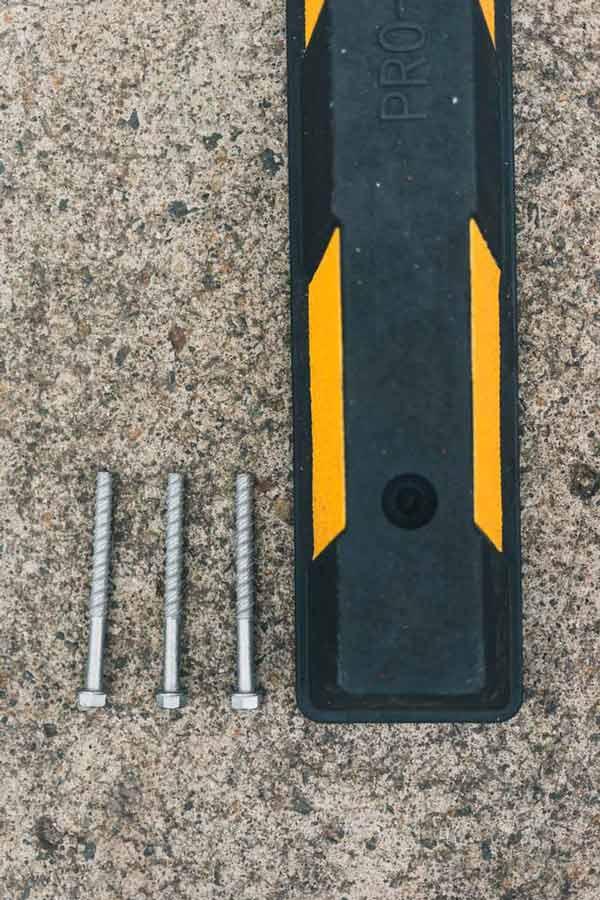 سایز پیچ و رولپلاک، جهت نصب و چسبندگی محکمتر متوقفکننده به زمین
