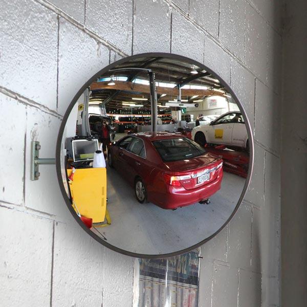 آینه محدب پارکینگی موجود در گاراژ