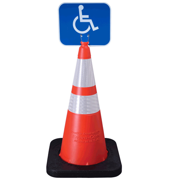 نصب تابلو و چراغ بر روی مخروط ایمنی جهت هشدار به سایر رانندگان.