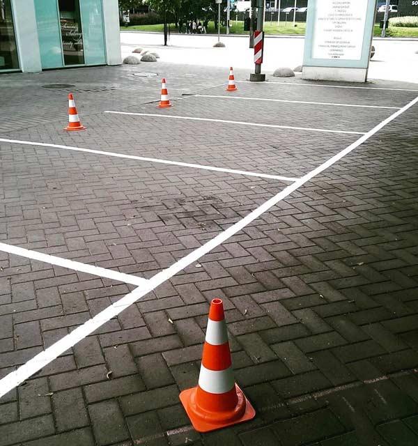 کله قندی ترافیکی جهت مشخص کردن مسیر در پارکینگ
