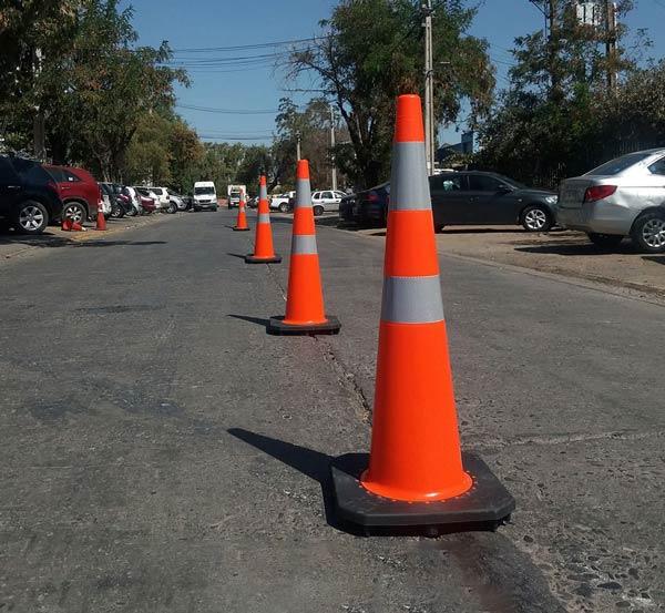 استفاده از مخروط ترافیکی جهت جداسازی یا ادغام مسیرهای مختلف
