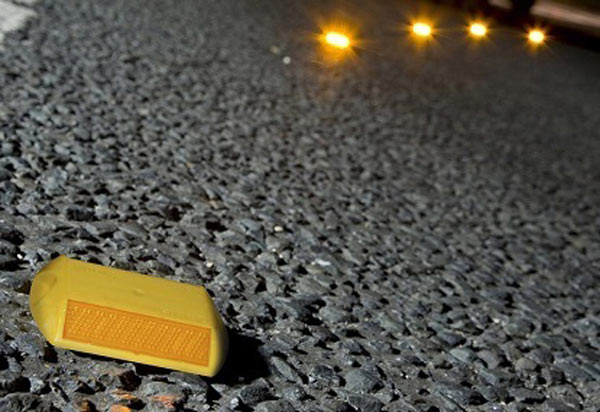 چشمگربهای یا گلمیخ ترافیکی، جايگزيني مناسبی برای خطکشیها است.
