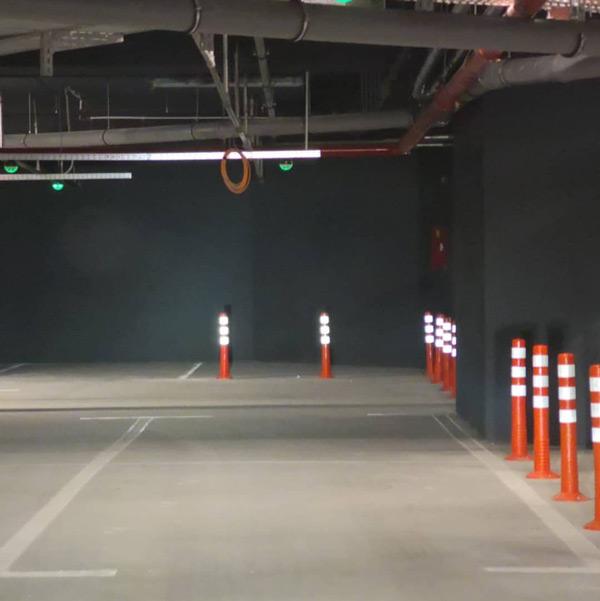 علامتگذاری مسیرها و تعیین مسیر صحیح حرکت خودروها در پارکینگ